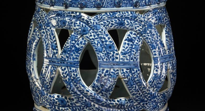 large hollow blue and white porcelain garden seat, Jingdezhen, 1573–1620.