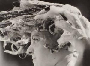 Dora Maar woman with shampoo in her hair
