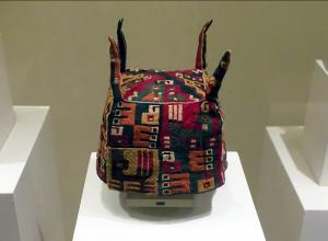 A Four-Cornered Hat, Wari (Huari) culture from bolivia or peru met museum discussion led by experts