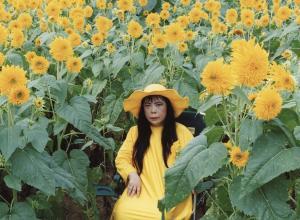 Kusama in Flower Obsession. Photo by Yusuke Miyazaki.