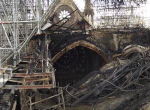 Detail Notre Dame interior