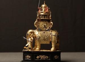 Elephant clock gold