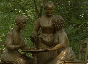 Sculpture of Suffragettes