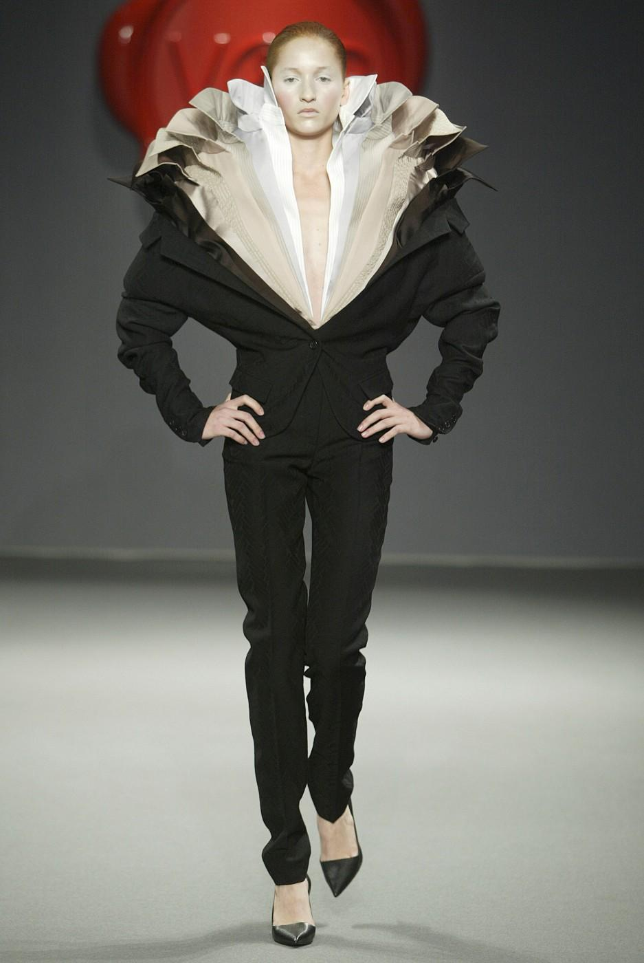 Viktor & Rolf A/W 2003, One Woman Show, Look 32. Viktor and Rolf (Dutch, founded in 1993).