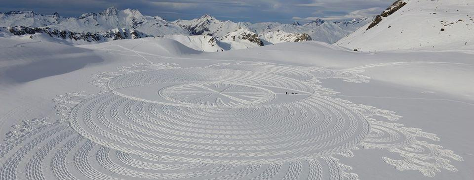 footprints in the snow make a geometric pattern by artist Simon Beck