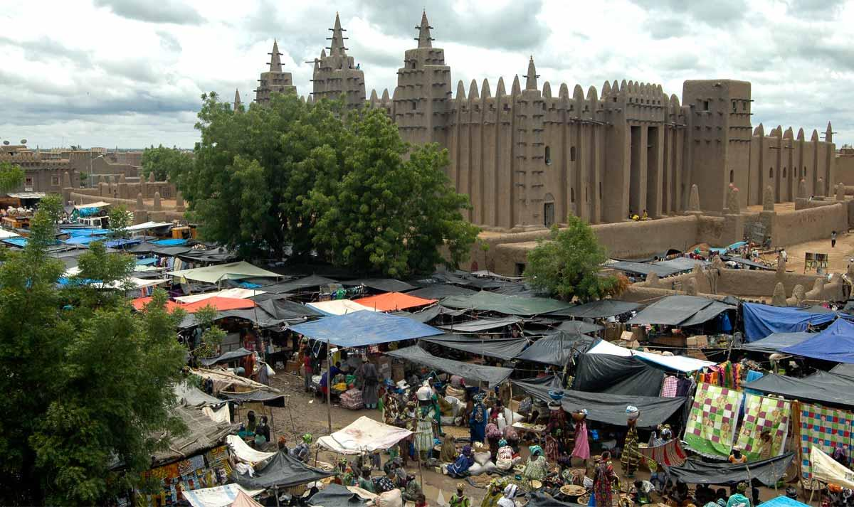 The great mosque of Djenné and the Monday great market