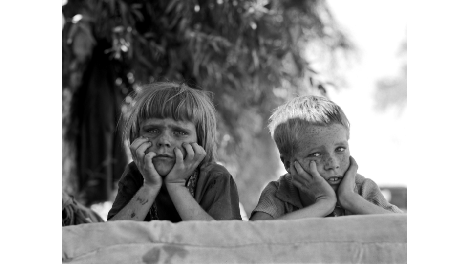 Dorothea Lange, Children of Oklahoma drought refugee in migratory camp in California, November 1936