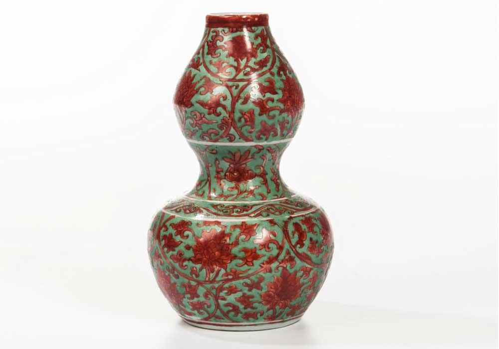 Red- and Green-enameled Double Gourd Vase, China, Ming dynasty