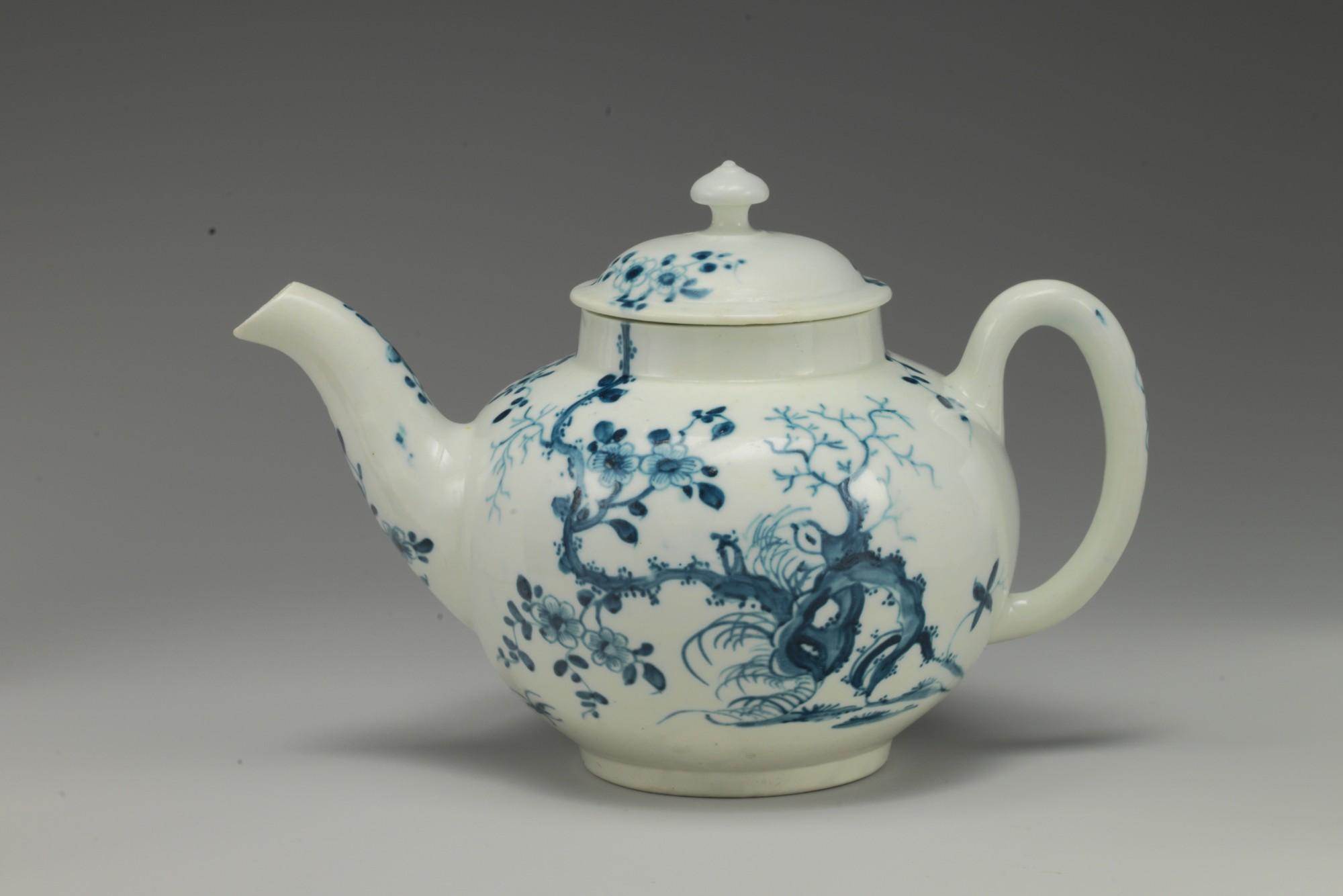 Worcester factory (British, 1751–2008), Teapot, ca. 1770. Soft-paste porcelain in blue and white.